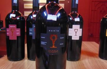 Rượu vang Chén Thánh
